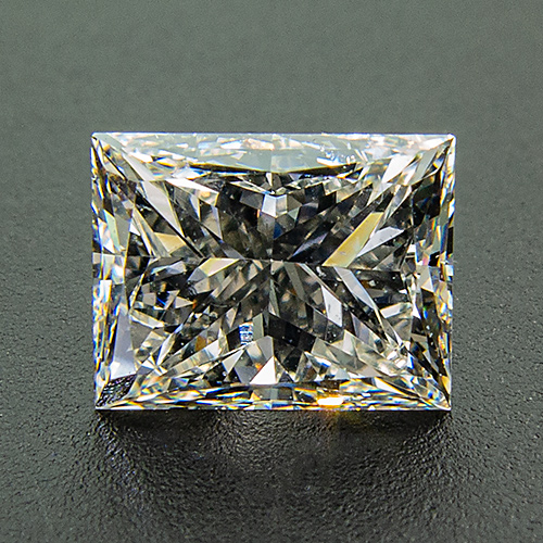 Diamond. 0.87 Carat. Graded H/Si1 in the 1990ies by a renowned Austrian gemmologist and appraiser. Unfortunately no certificate was issued.