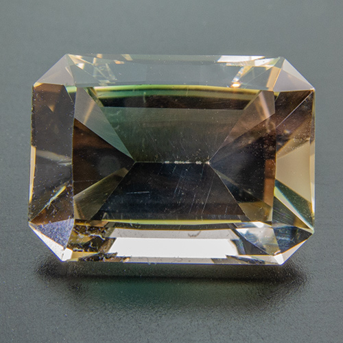 Oregon sunstone from United States. 3.32 Carat. Emerald Cut, eyeclean