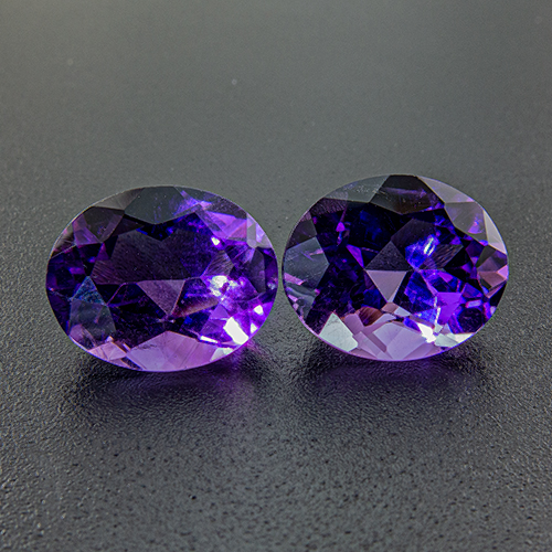 Amethyst from Zambia. 7 Carat. Despite 0.7mm difference in height this is a beautiful pair