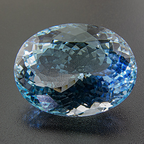 Aquamarine from Africa. 16.1 Carat. Oval, very very small inclusions