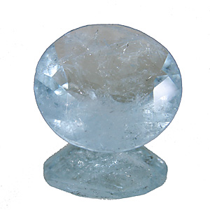 Aquamarine from Africa. 4.47 Carat. Round, very distinct inclusions