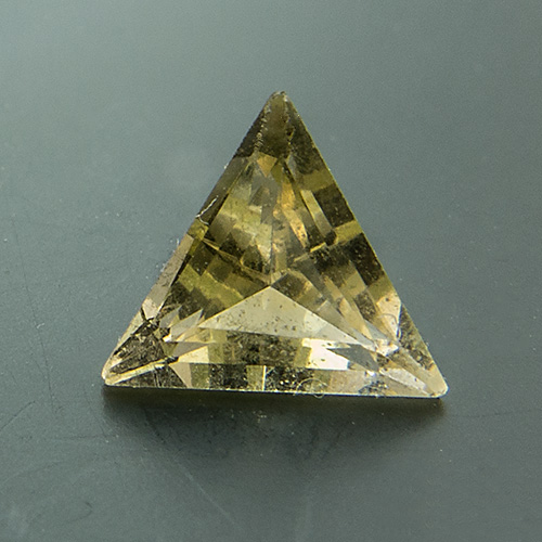 Citrine from Brazil. 1 Piece. Triangel, small inclusions