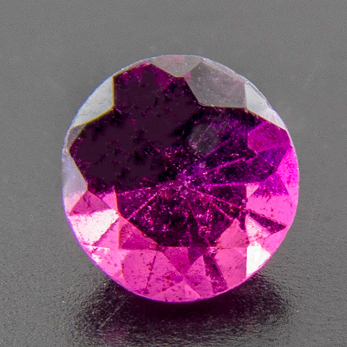 Rhodolite Garnet from India. 1 Piece. Round, very small inclusions