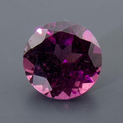 Rhodolite Garnet from India. 1 Piece. fine colour, excellently cut