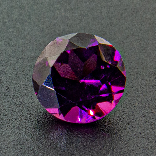 Rhodolite Garnet from India. 1 Piece. Selected quality, fine coulour, no brownish tinge