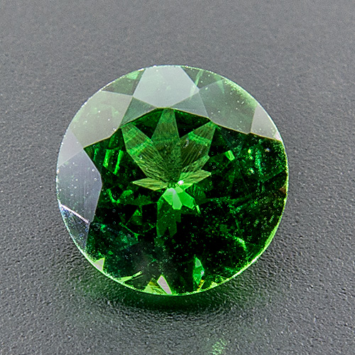 Tsavorite Garnet from Tanzania. 1 Piece. Round, very very small inclusions