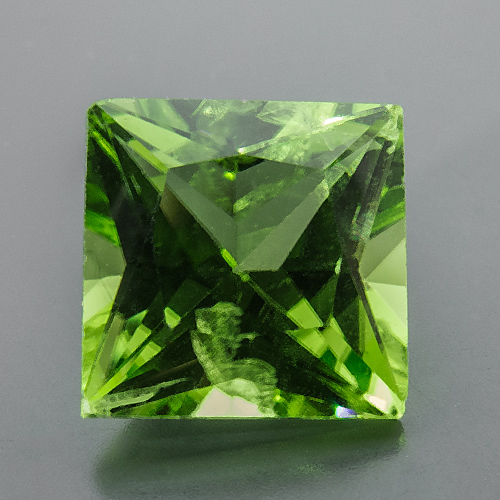 Peridot. 1 Piece. Square Princess, eyeclean