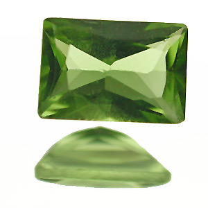 Peridot. 1 Piece. Baguette Princess, very very small inclusions