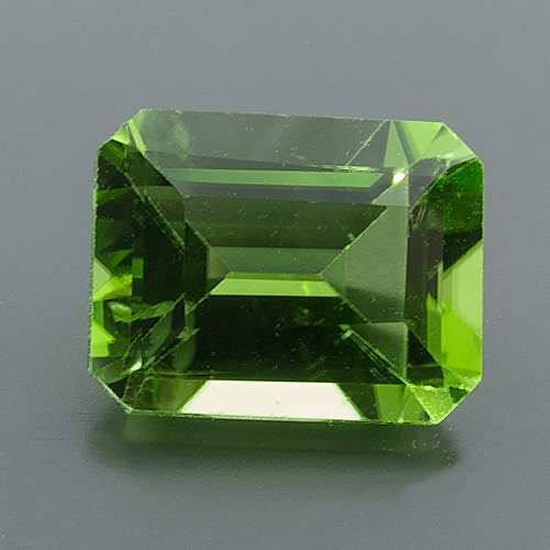 Peridot from Myanmar. 1 Piece. Emerald Cut, very very small inclusions