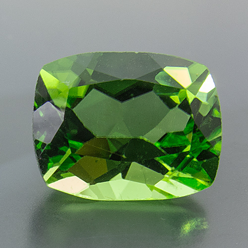 Peridot from Myanmar. 1 Piece. Cushion, very small inclusions