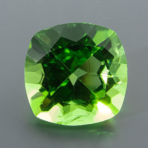 Peridot from Myanmar. 1 Piece. Cushion, small inclusions
