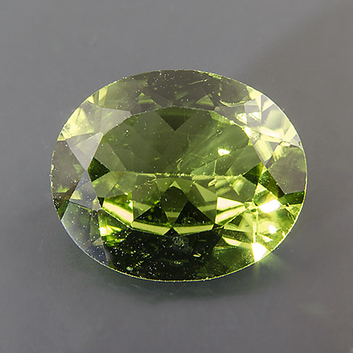Peridot. 4.49 Carat. Oval, very small inclusions