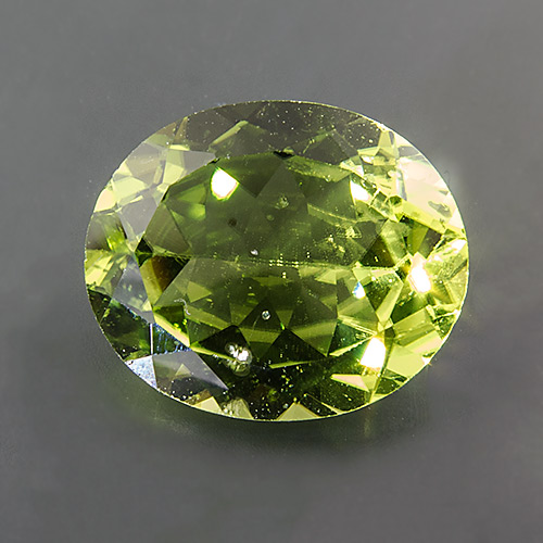 Peridot. 4.65 Carat. Oval, very small inclusions