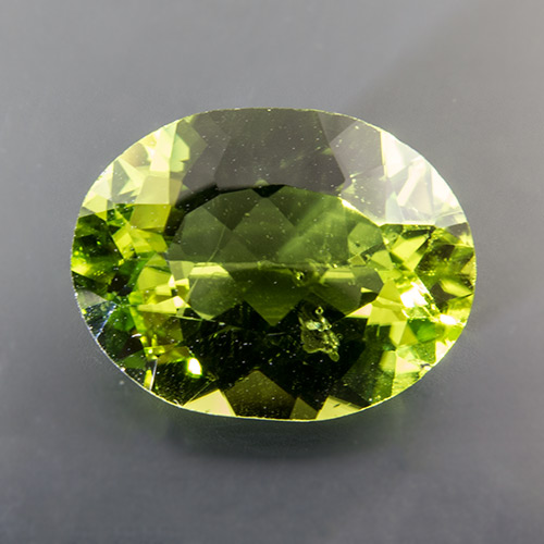 Peridot. 5.43 Carat. Oval, very small inclusions