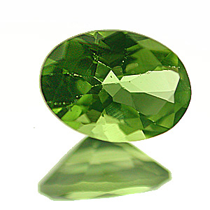 Peridot. 1 Piece. Oval, very very small inclusions