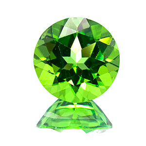 Peridot. 1 Piece. Round, very very small inclusions