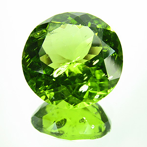Peridot from Myanmar. 1 Piece. Round, small inclusions