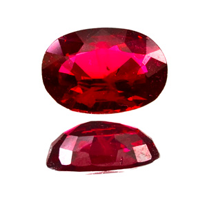 Ruby from Myanmar. 1 Carat. Oval, small inclusions