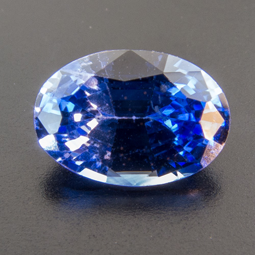 Sapphire from Sri Lanka. 0.99 Carat. Oval, very small inclusions