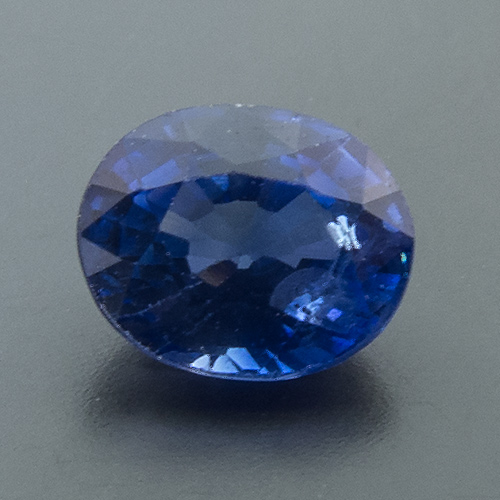 Sapphire from Sri Lanka. 1 Piece. Oval, small inclusions