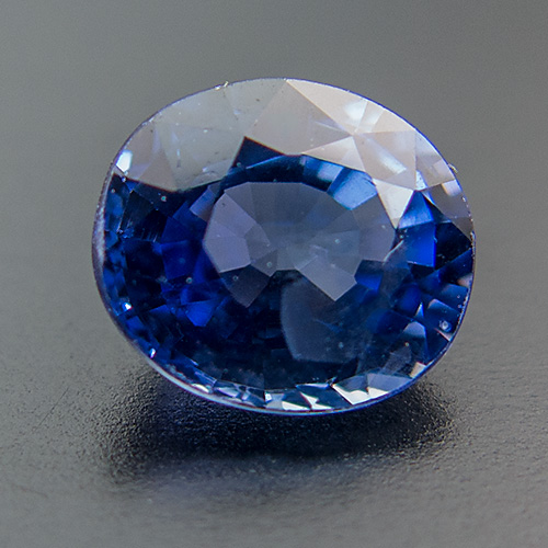 Sapphire from Sri Lanka. 1 Piece. Oval, very very small inclusions