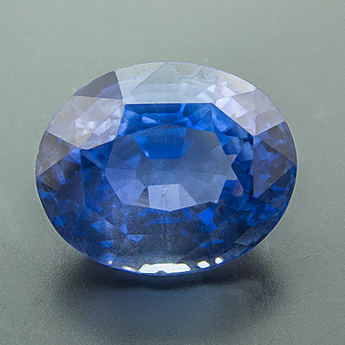 Sapphire from Sri Lanka. 3.17 Carat. Oval, distinct inclusions
