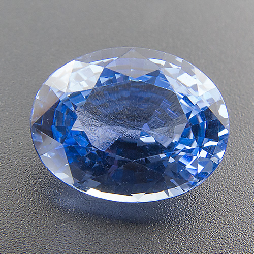 Sapphire from Sri Lanka. 1 Piece. Oval, very small inclusions