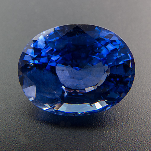Sapphire from Sri Lanka. 5.09 Carat. beautiful, vibrant colour, brilliant, good cut
