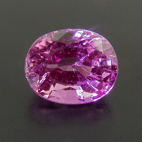 Pink Sapphire from Tanzania. 1 Piece. Oval, very very small inclusions