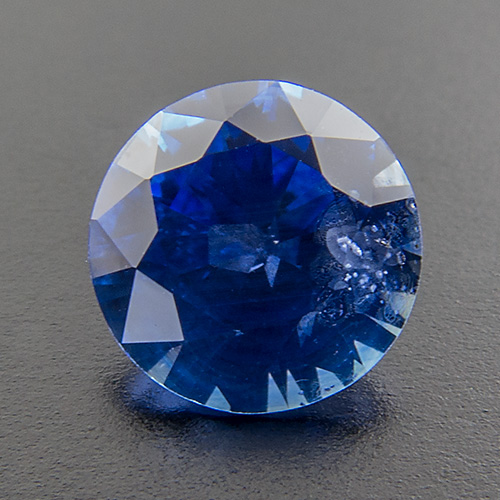 Sapphire from Sri Lanka. 0.75 Carat. Brilliant, distinct inclusions