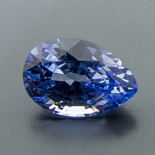 Sapphire from Sri Lanka. 1 Piece. Pear, small inclusions