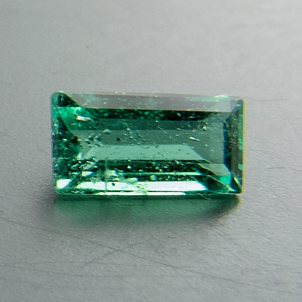 Emerald. 1 Piece. Baguette, small inclusions