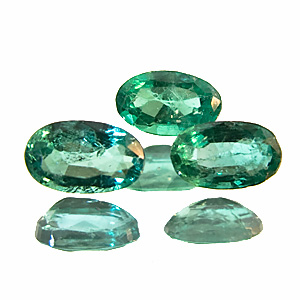Emerald from Brazil. 1 Piece. Oval, distinct inclusions