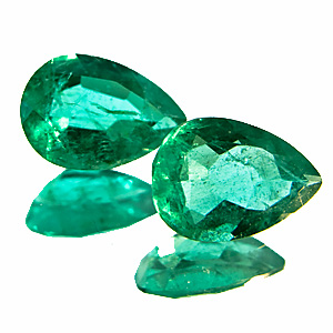 Emerald from Colombia. 1.56 Carat. nice and vivid pair