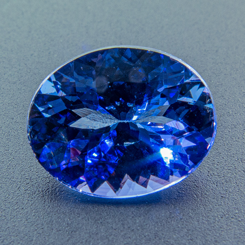 Tanzanite from Tanzania. 1 Piece. Oval, very very small inclusions