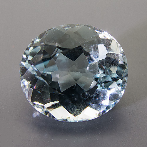 Natural Blue Topaz from Brazil. 7.18 Carat. Oval, very very small inclusions