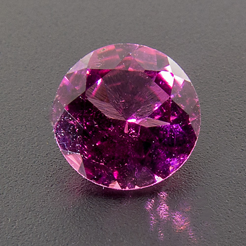 Tourmaline (Rubellite) from Madagascar. 1 Piece. Round, very small inclusions